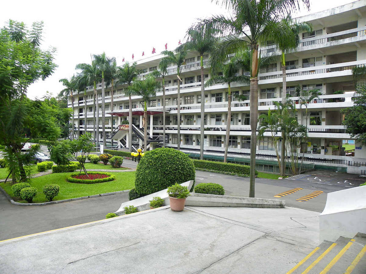 TMUE_Administration_Building_and_Court