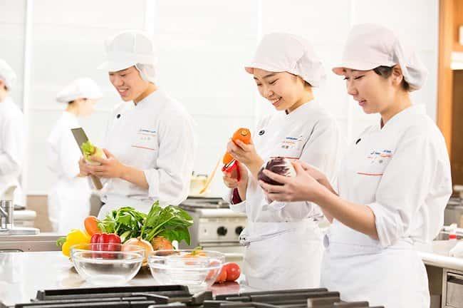 Ngành thực phẩm thường được liệt kê vào danh sách những ngành học thu hút sinh viên nhờ mức lương hấp dẫn sau khi tốt nghiệp.