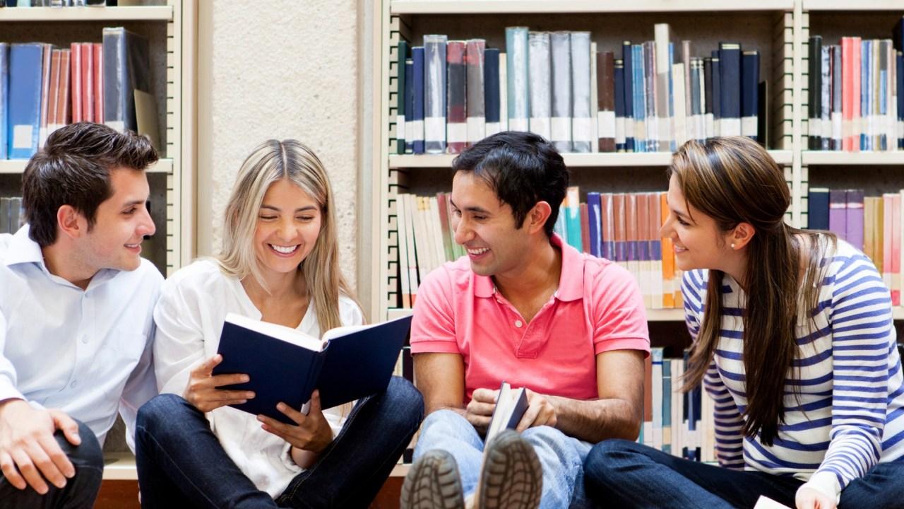 Học tiếng Anh theo nhóm giúp bạn nhanh tiến bộ hơn.