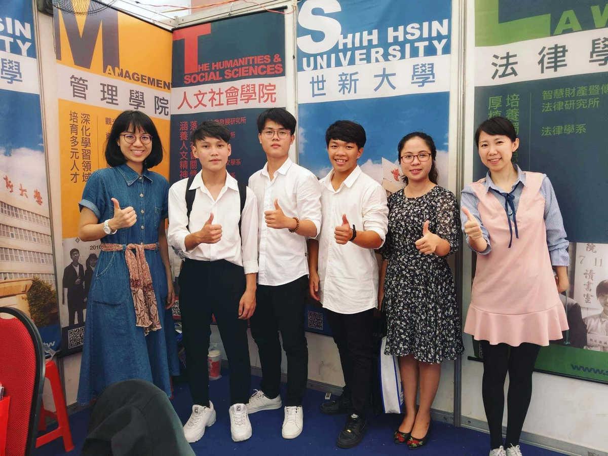 Học cùng bạn bè giúp việc học tiếng Hoa trở nên thú vị hơn.