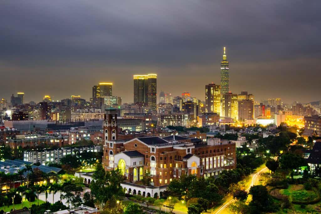 Trường có năm cơ sở rộng lớn và hiện đại tại các thành phố lớn của Đài Loan.