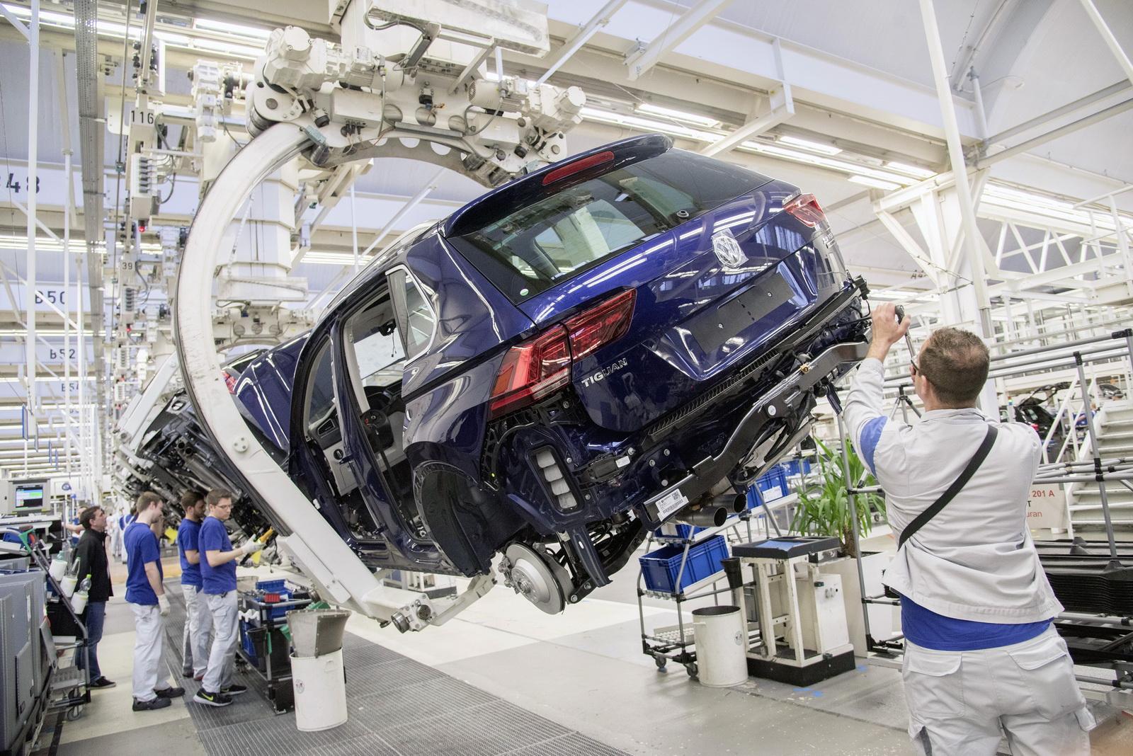 Đức nổi tiếng với ngành công nghiệp sản xuất xe hơi hàng đầu thế giới.