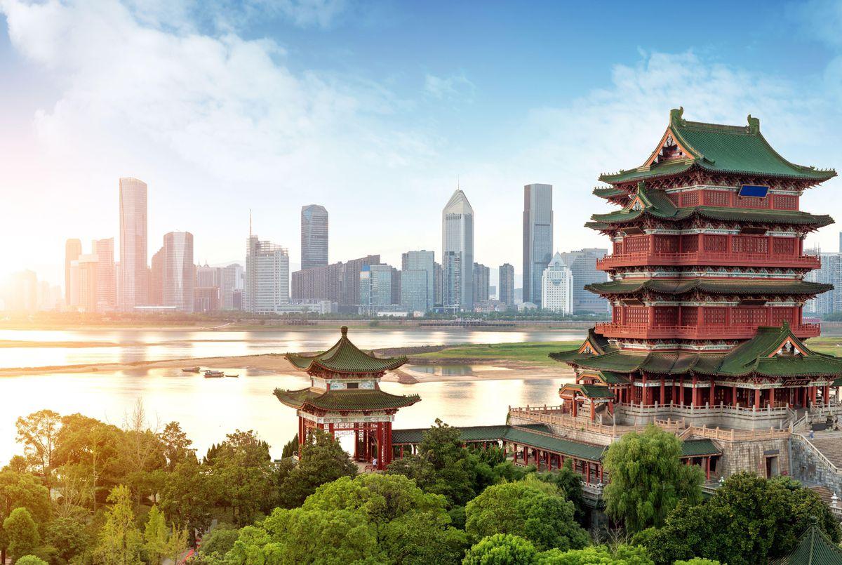 Trung Quốc là quốc gia có lãnh thổ rộng lớn với diện tích chiếm phần lớn khu vực Đông Á.
