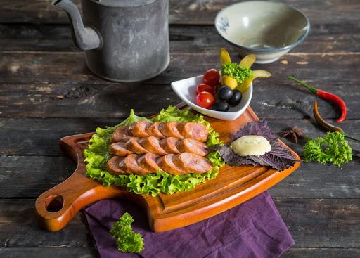 Xúc xích là món ăn đặc trưng của ẩm thực Đức.