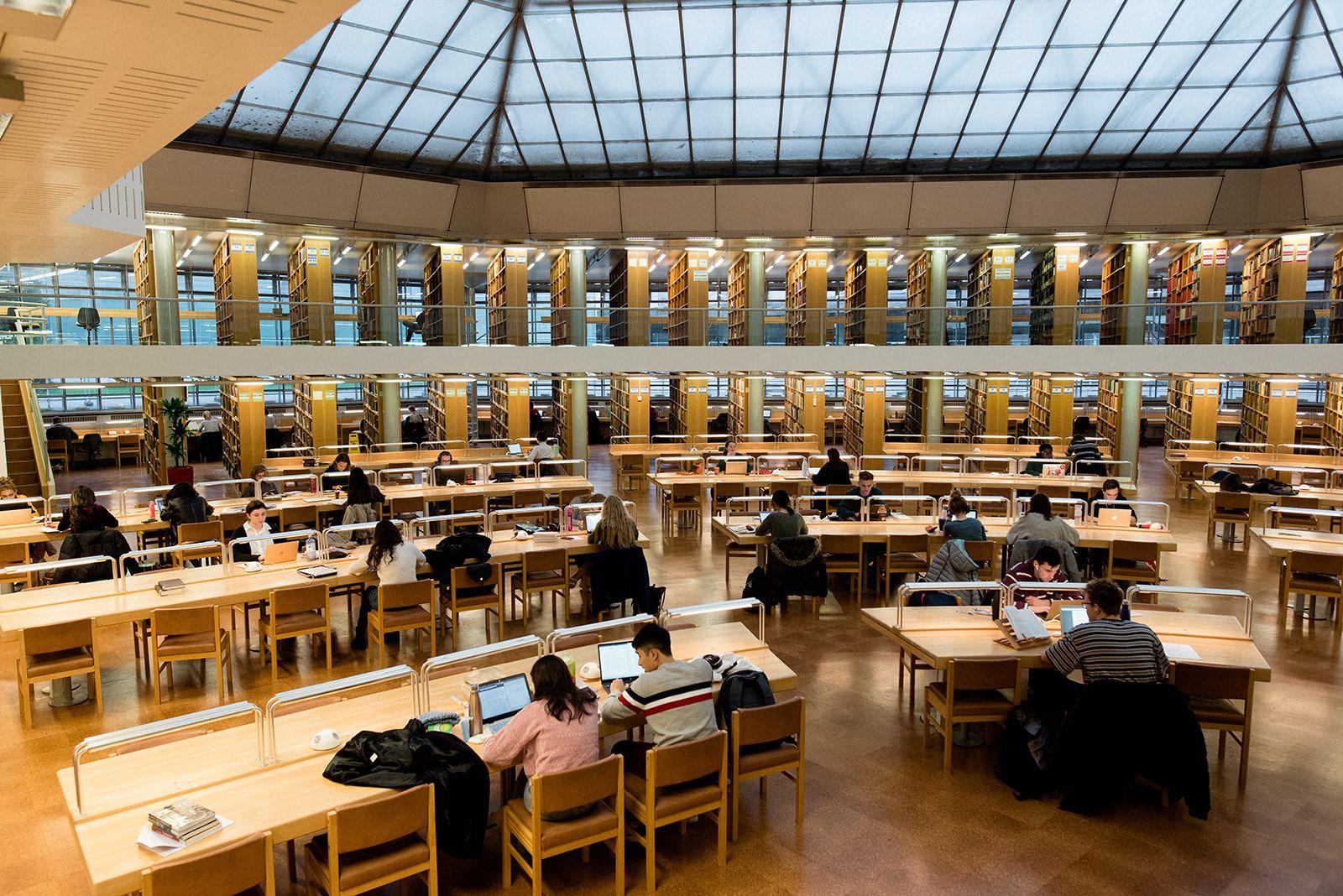 """Đại học Cambridge nổi tiếng với đầu vào """"khắt nghiệt"""" bậc nhất nước Anh."""