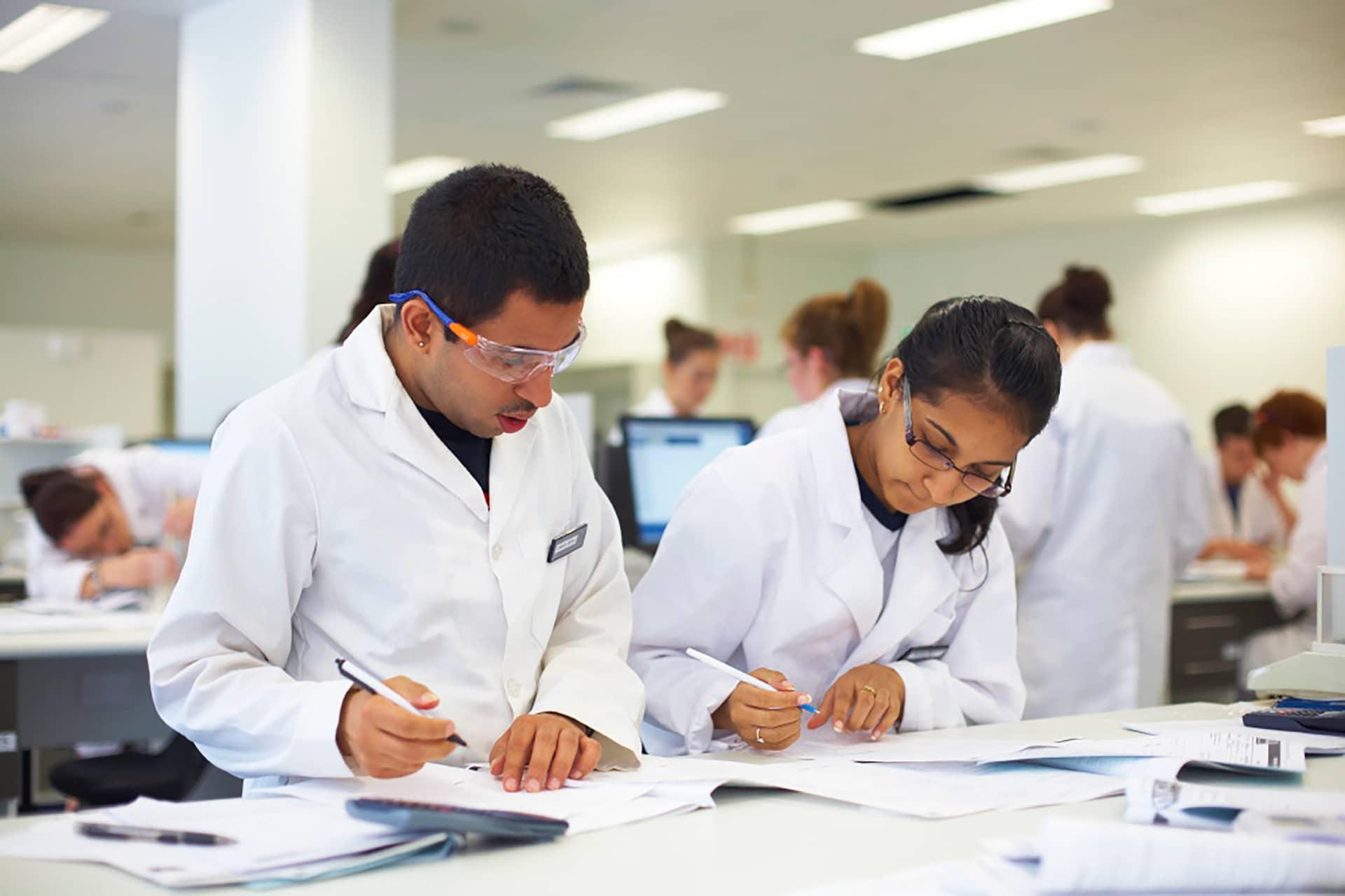 Dược là một trong những ngành học có mức phí đắt đỏ nhất tại Canada.