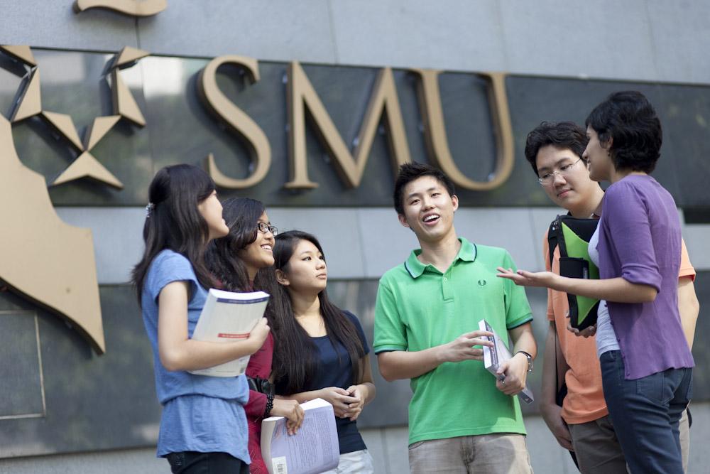 Học vấn là điều kiện tiên quyết khi đi du học Singapore.