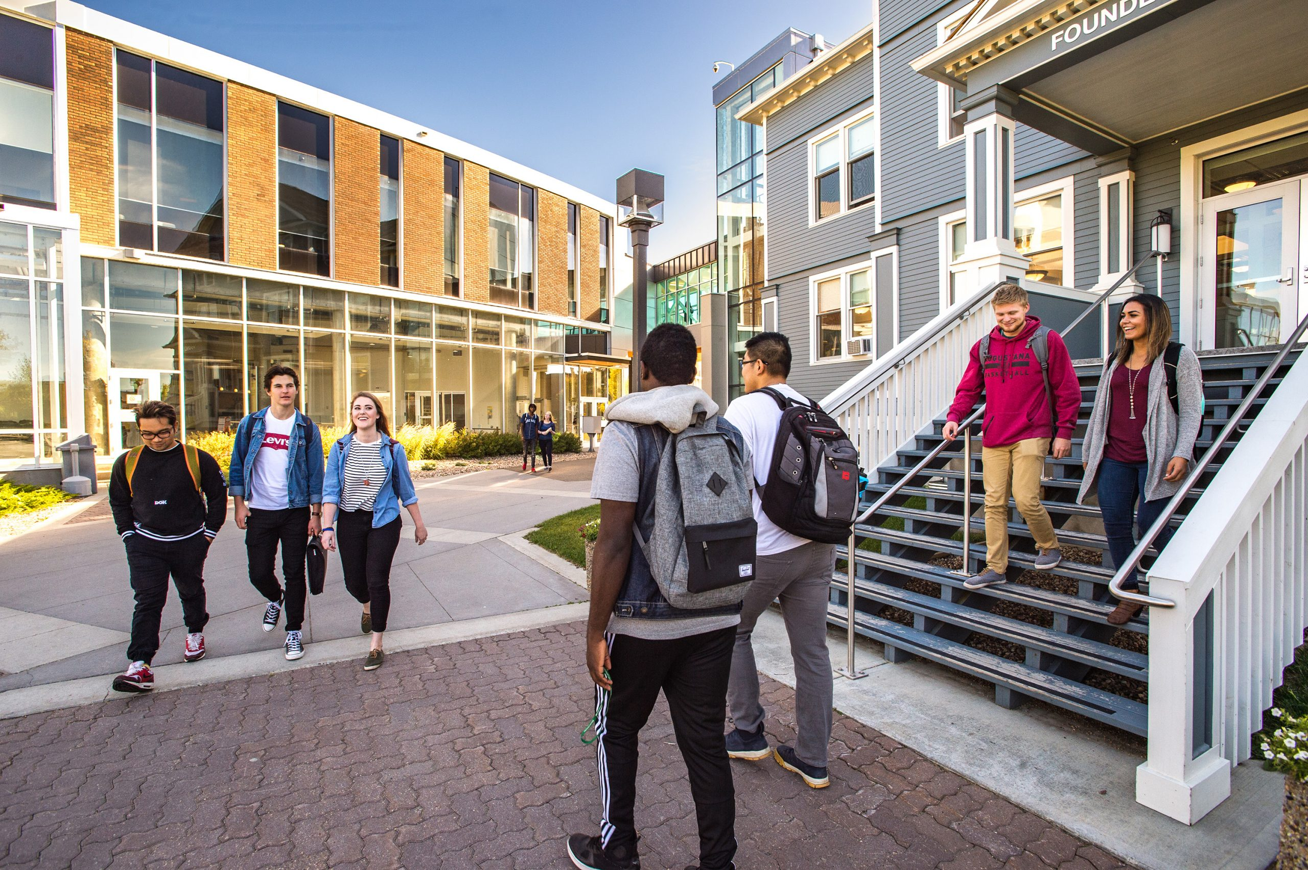 Trường nằm trong top 5 các trường đại học tại Canada.