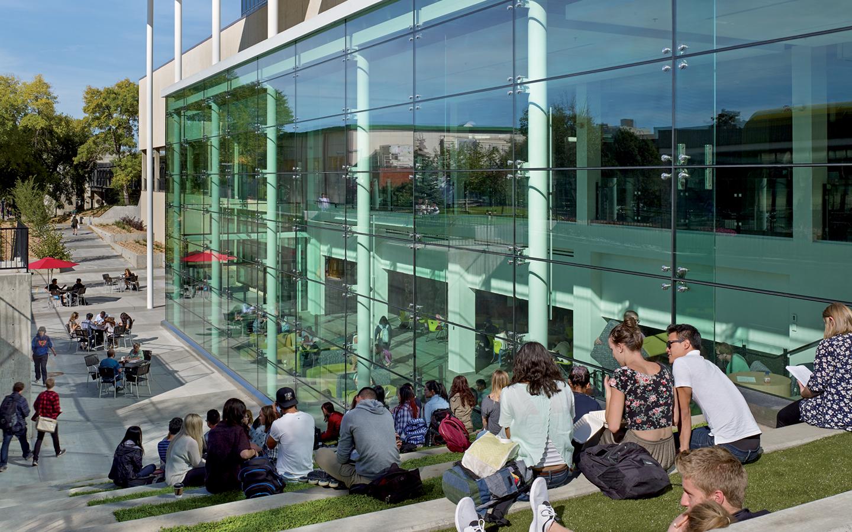 Đại học Alberta cung cấp nhiều khóa học, ngành học đa dạng.