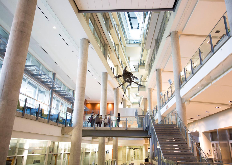 Đại học Alberta có hệ thống cơ sở vật chất hiện đại.