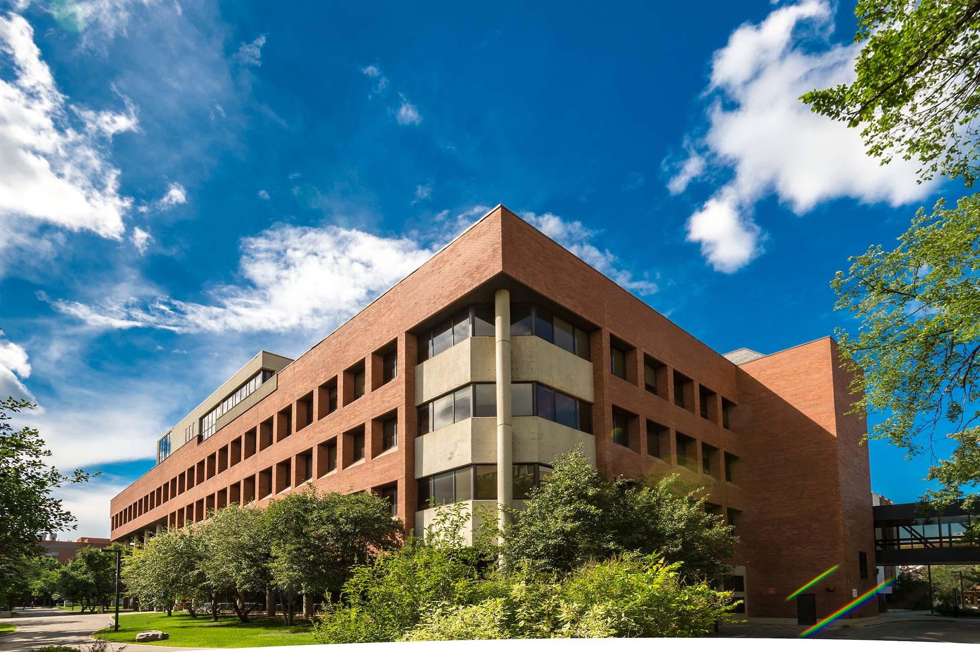 Các campus của trường rất rộng lớn.