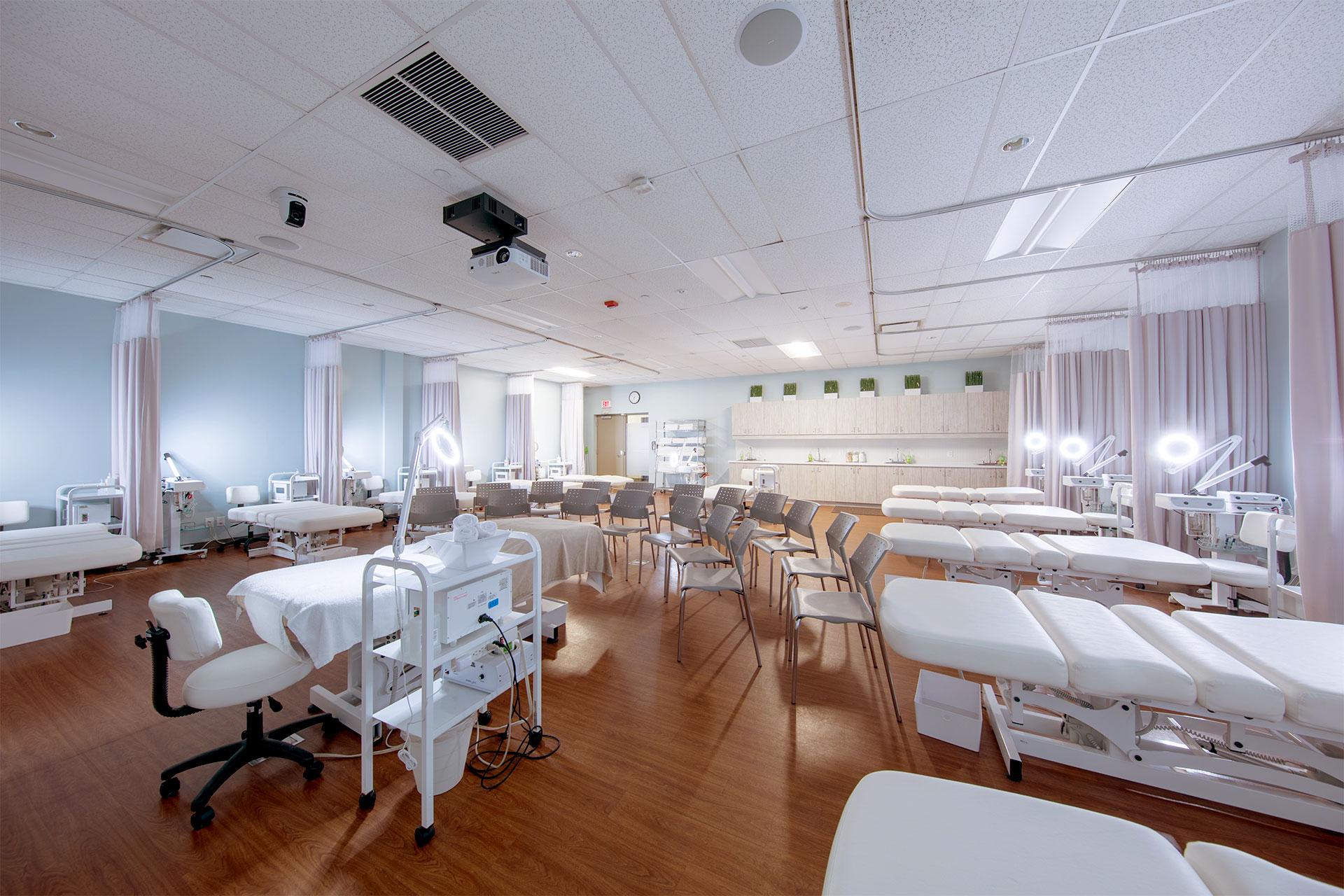 Humber Spa dành cho chuyên ngành Quản lý Spa, Làm đẹp và Mát xa trị liệu.