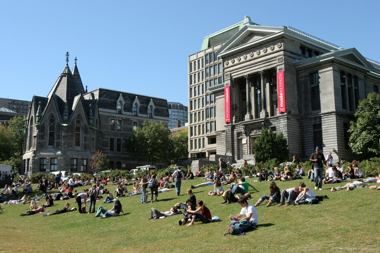 Đại học McGill tọa lại tại Montreal, Québec, Canada.