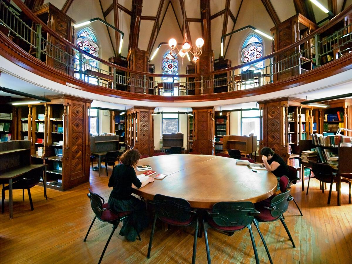 Không gian học tập tại thư viện trường.
