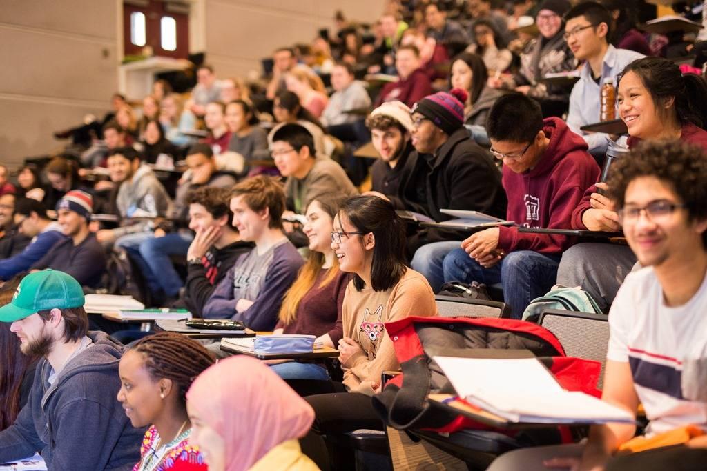Trường được đông đảo sinh viên quốc tế lựa chọn làm điểm đến học tập.