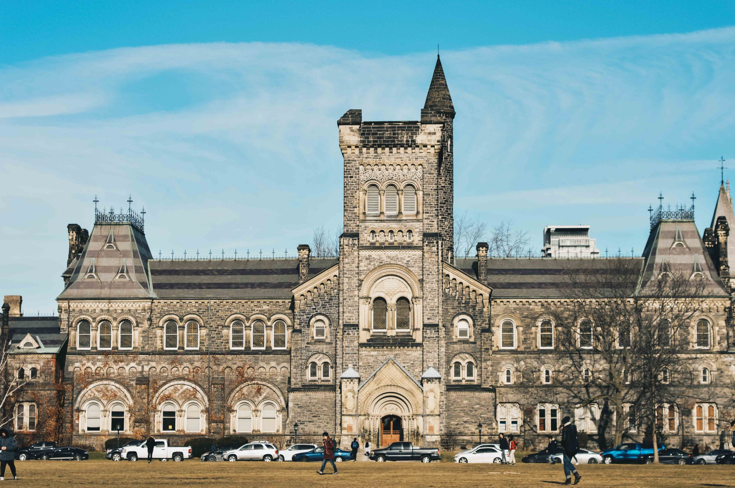 Trường đại học Toronto là trường có tuổi thọ lâu đời nhất ở Ontario, Canada.