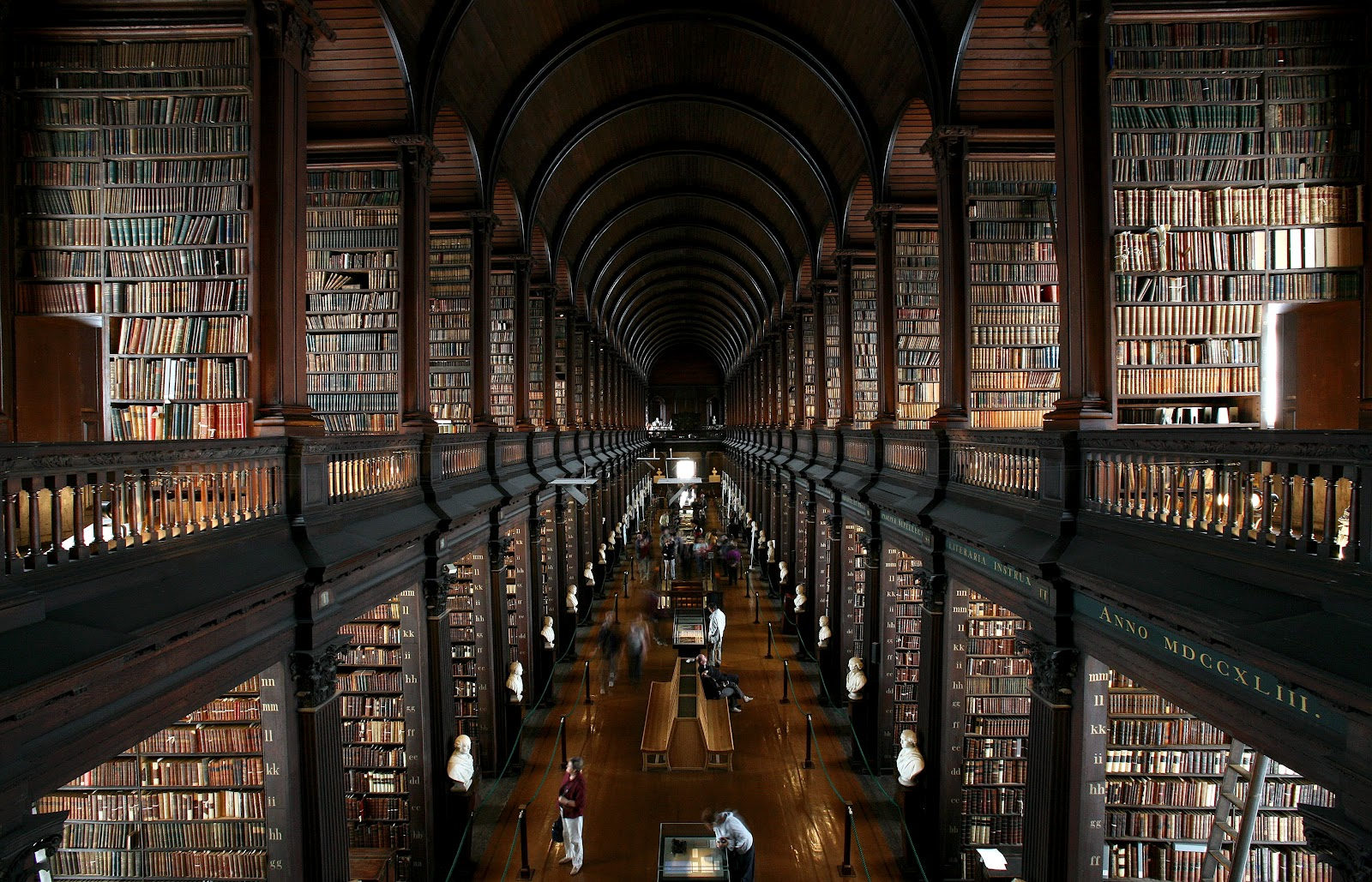 Thư viện rộng lớn của trường đại học Toronto.