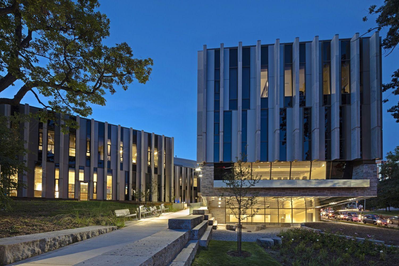 Sinh viên có những trải nghiệm độc đáo tại trường đại học Toroto.