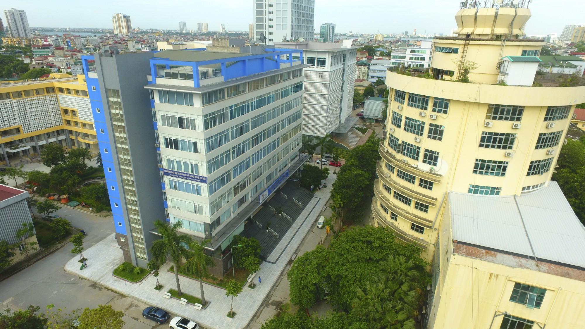 Trường được thành lập năm 1985 với tên Cao đẳng công thương Cảnh Văn