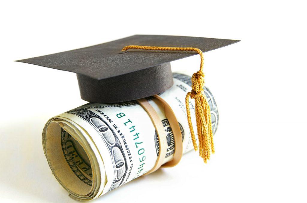 Mức học phí phù hợp với điều kiện sinh viên Việt Nam
