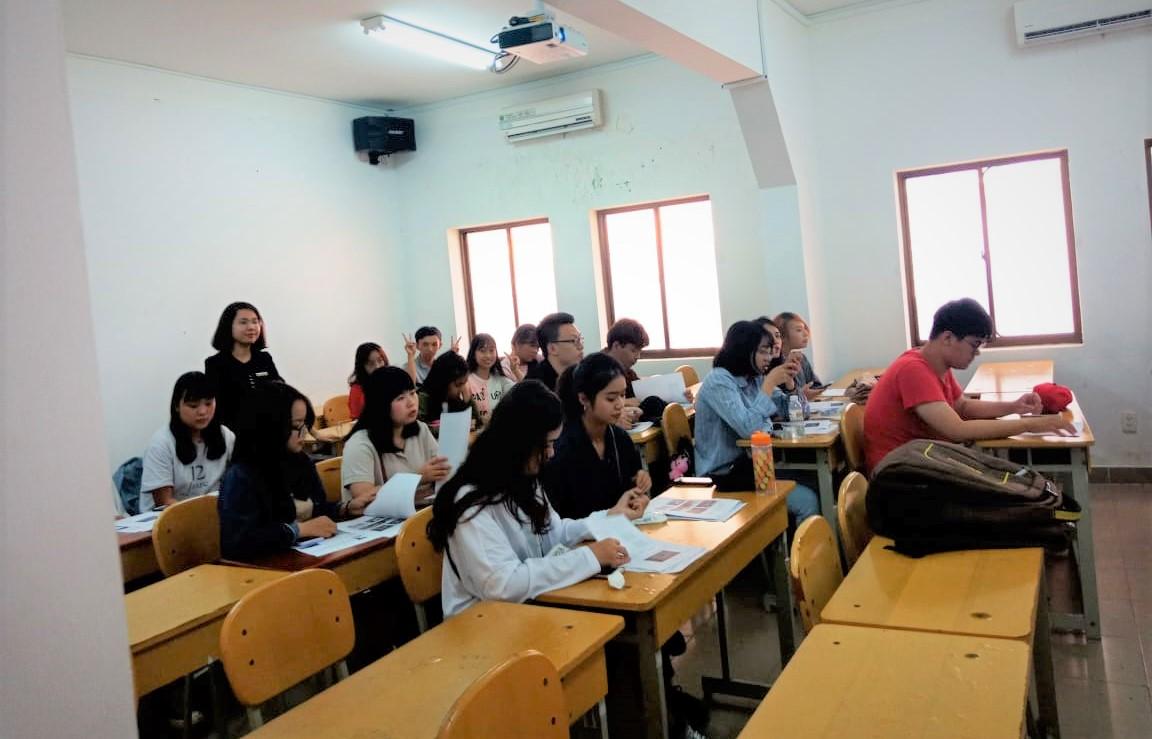Mức học phí phù hợp với sinh viên Việt Nam