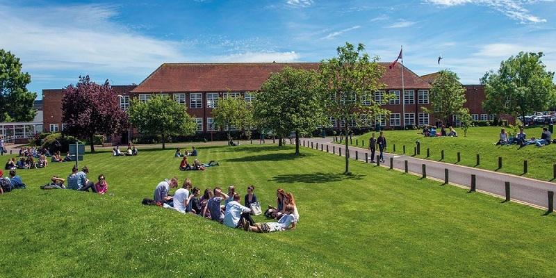 Du học phổ thông Anh quốc tại Cao đẳng Brockenhurst College