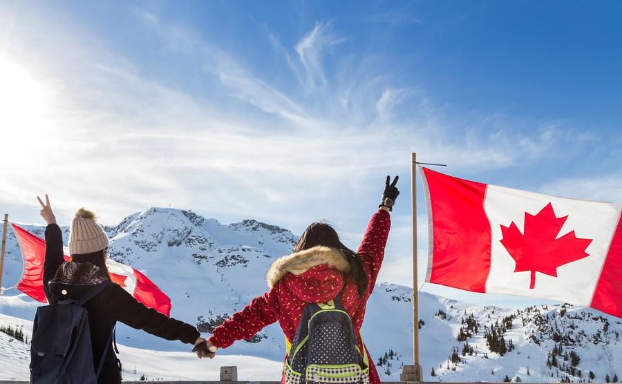 Nhiều người định định cư Canada quyết định chọn nơi này vì đây là nơi bạn có thể trượt tuyết và chơi gôn trong cùng một ngày.
