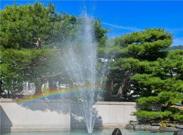 Đài phun nước trong sân trường Changwon