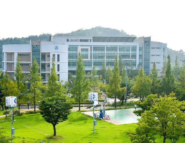 Khuôn viên trường Changwon